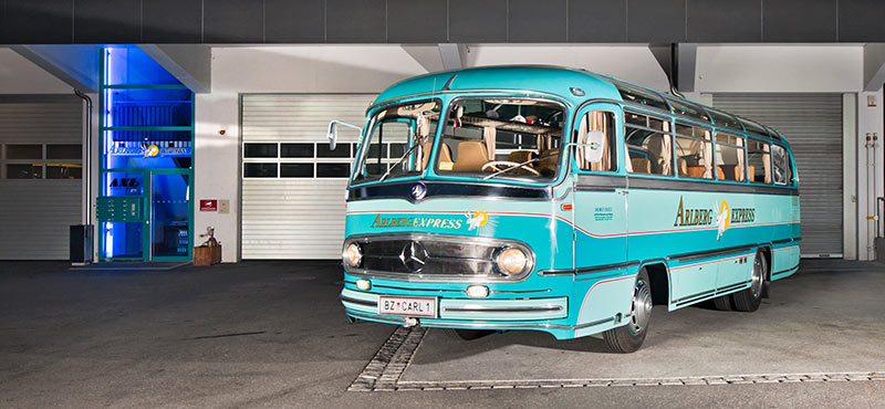 Nostalgic bus incl. bar & piano – for special occasions in Lech
